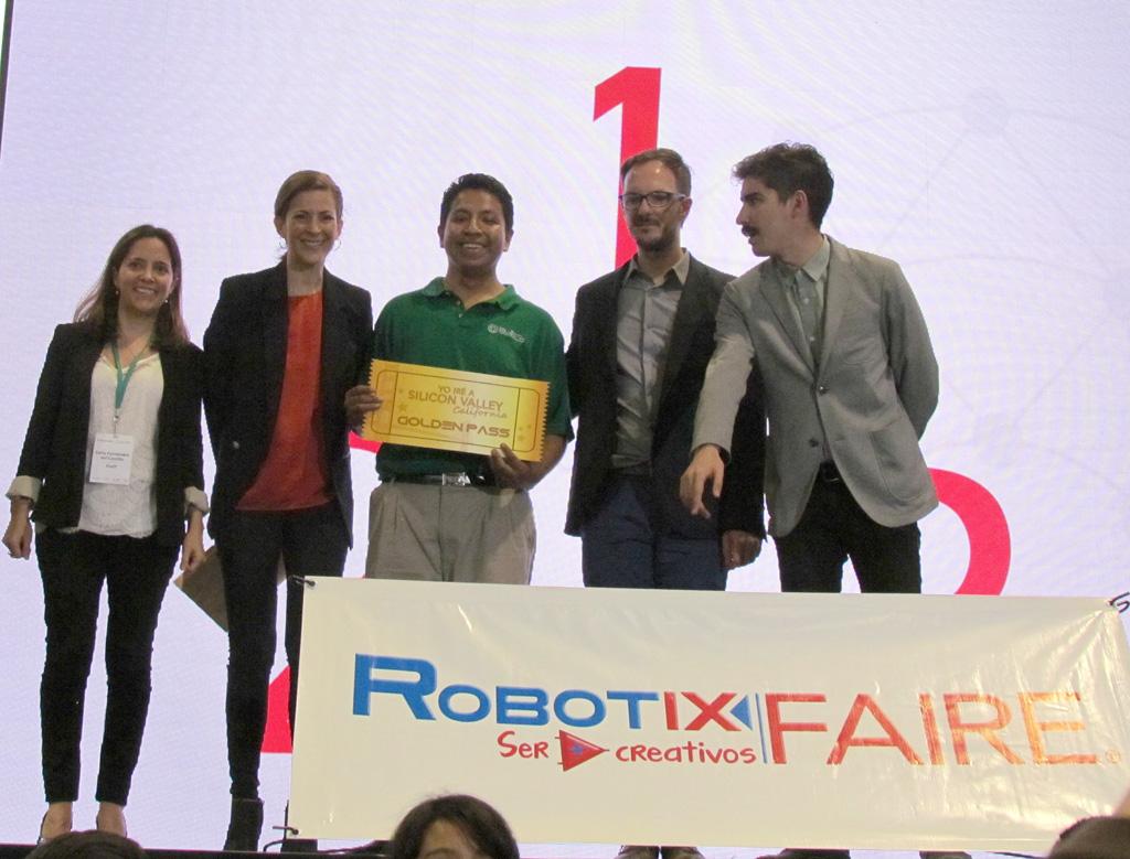 Mónica Aspe reconoce a los ganadores de la Robotix Faire