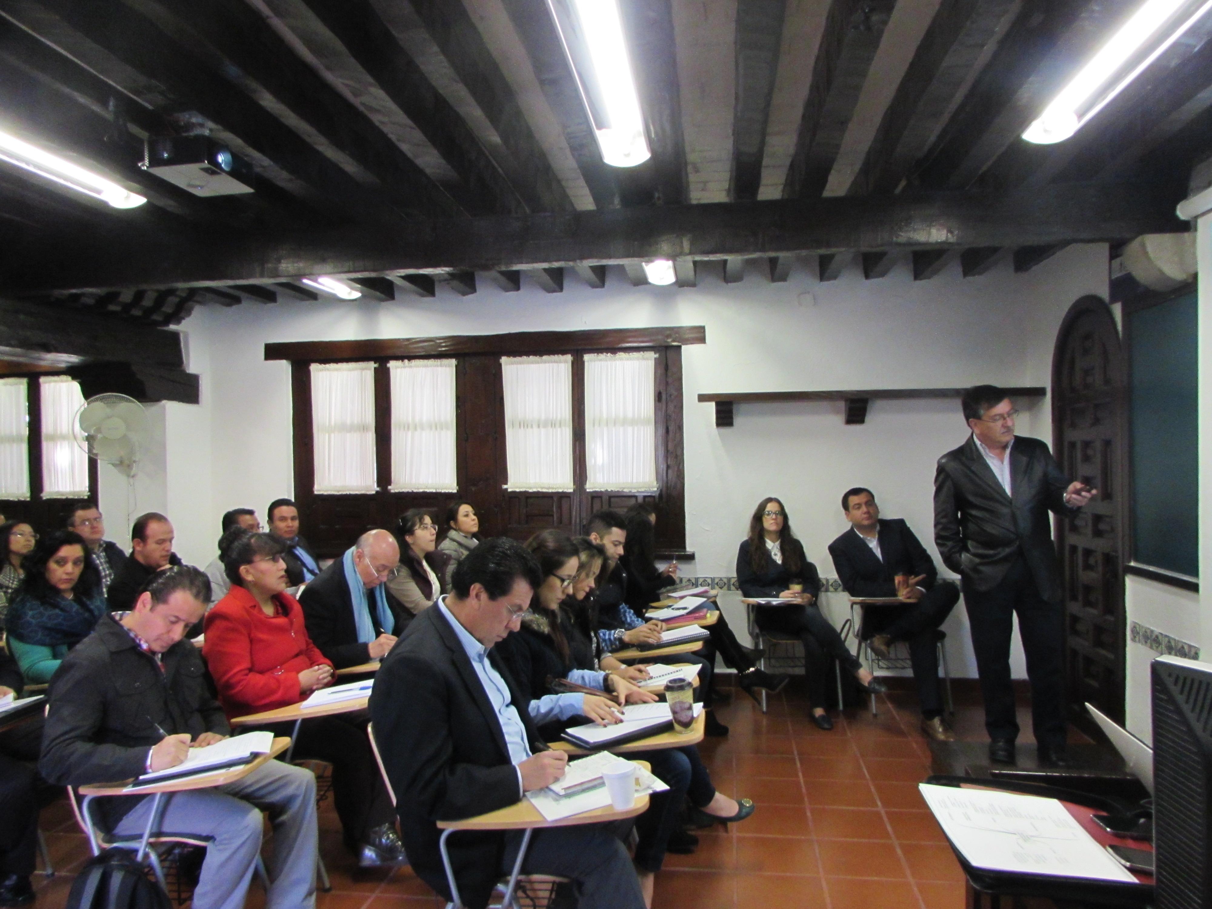 """En la foto, funcionarios de la SEDATU que asistieron al """"Seminario de Mediación aplicada a Proyectos Energéticos"""", quienes aplicarán la Ley de Hidrocarburos y de la Industria Eléctrica."""