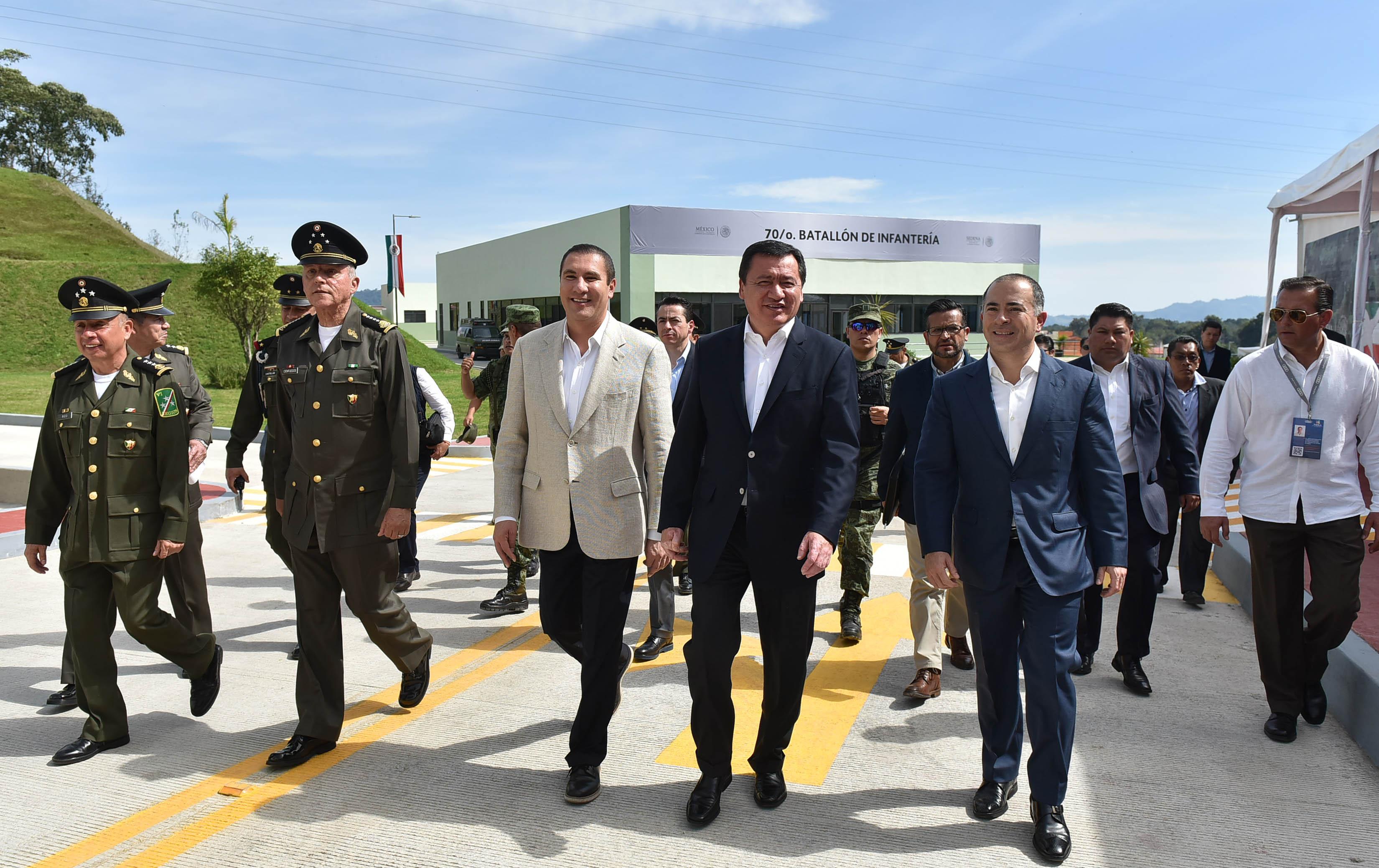 Acompañado del Secretario de la Defensa Nacional, General Salvador Cienfuegos Zepeda, inaugura en este municipio las Instalaciones del 70° Batallón de Infantería