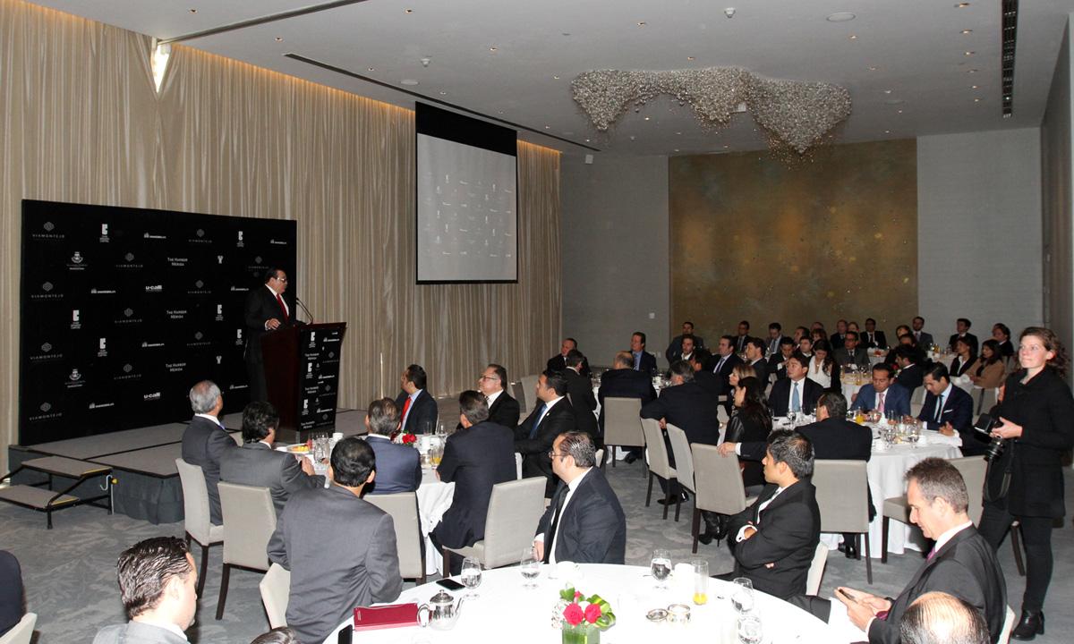 En la foto, el titular de la SEDATU, Jorge Carlos Ramírez Marín, se dirige a empresarios que se reunieron en la presentación del proyecto inmobiliario Vía Montejo.