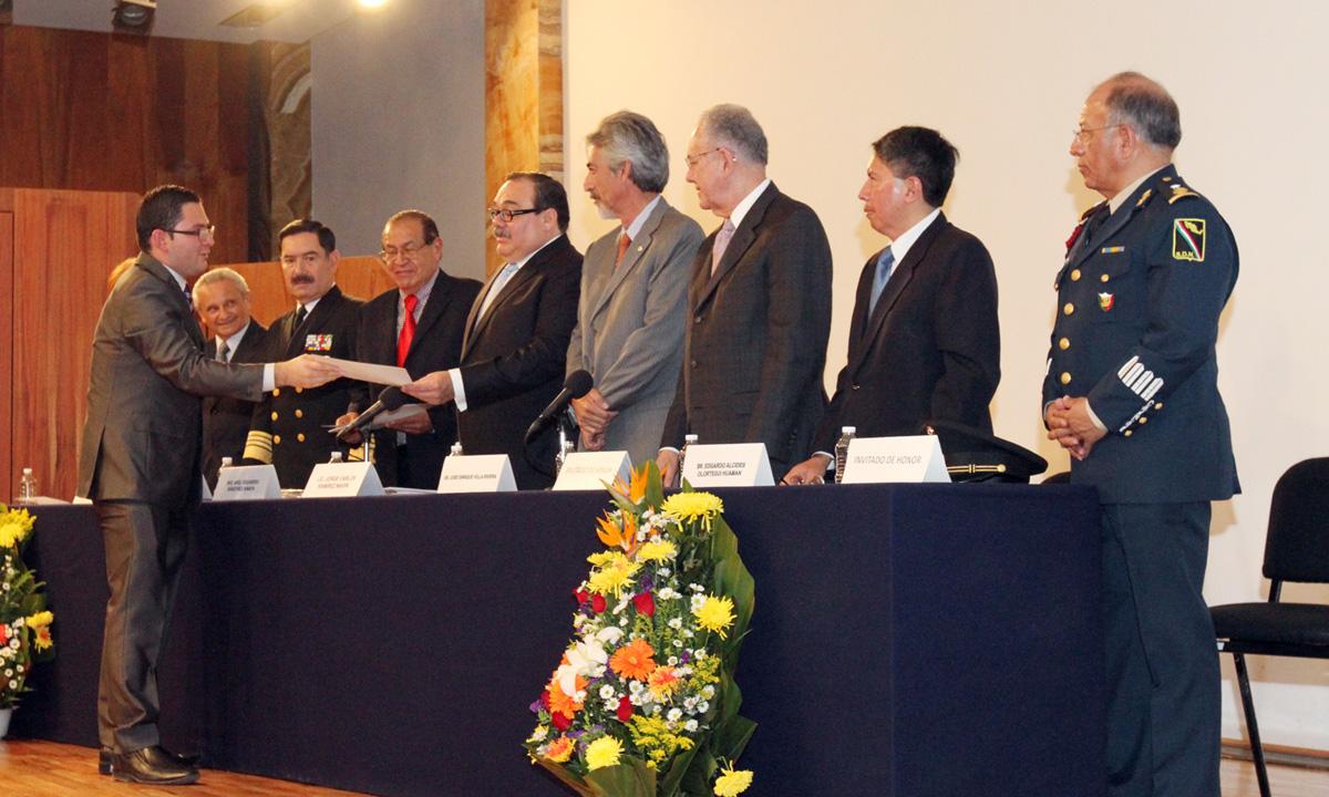En la gráfica, el titular de la SEDATU entregó –con la representación presidencial- reconocimientos a ganadores del X Foro Internacional Ciudad de México, Desarrollo Sustentable y Cambio Climático.