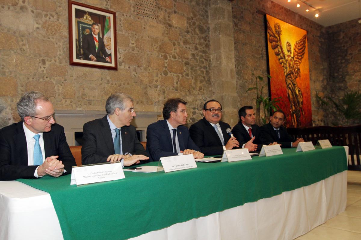 En la foto, los titulares de la SEDATU, CORETT e INFONAVIT, junto al presidente de Xunta de Galicia para la firma del convenio.
