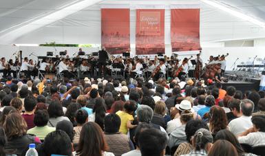 Interpretó el concierto Filarmónica 5 de mayo, dirigida por Fernando Lozano en el Museo Nacional de los Ferrocarriles Mexicanos