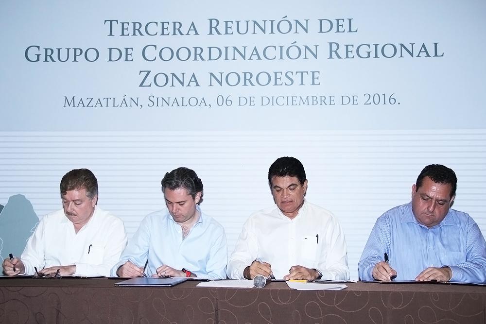 Acuerdan gobernadores y titular de la SEP fortalecer implementación de la Reforma