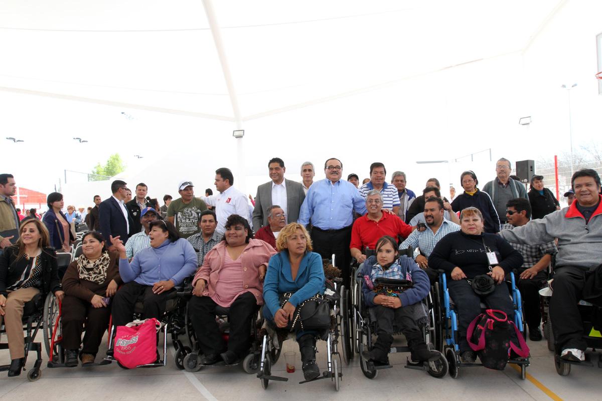 En la foto, el titular de la SEDATU y el gobernador inauguraron el Parque Deportivo y Recreativo Carlos Luna, que beneficia a 2 mil 500 personas de las colonias Carlos Luna, Ciprés y José Revueltas.