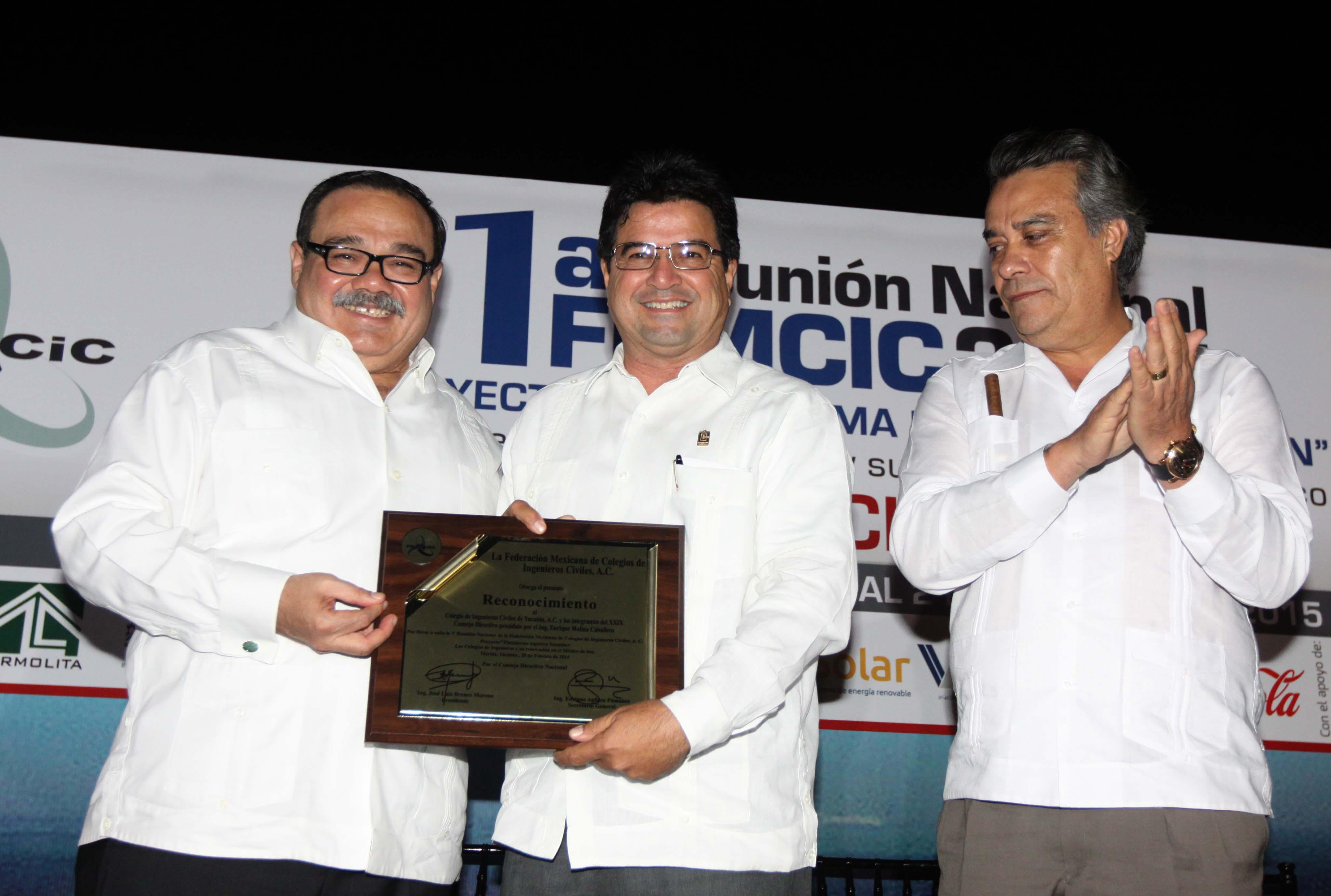 En la foto, el secretario Jorge Carlos Ramírez Marín se reunió con integrantes de la Federación Mexicana de Colegios de Ingenieros Civiles.