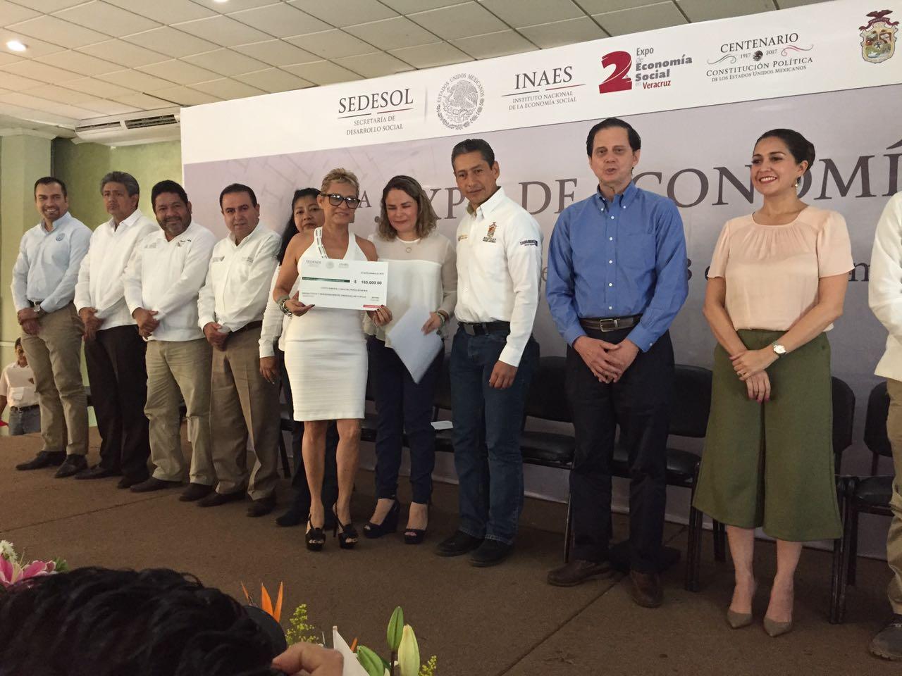 Entrega de recursos para beneficiarios del INAES en Veracruz