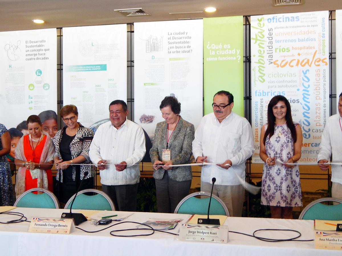 En la foto, ante una delegación francesa, el titular de la SEDATU afirma que el desarrollo urbano es prioritario para el Gobierno de la República.