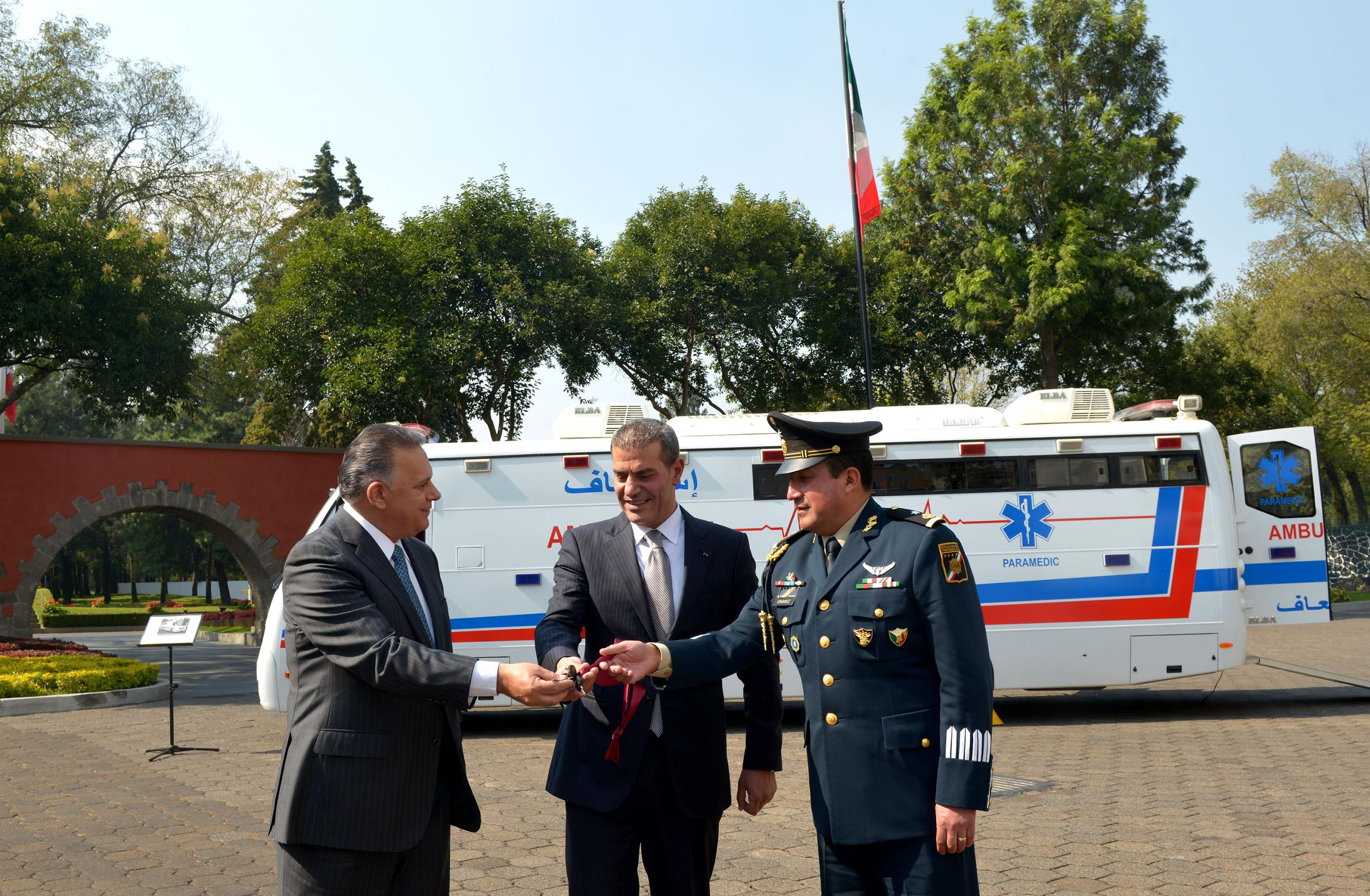 .El Embajador del Reino Hachemita de Jordania en nuestro país, Ibrahim Obeidat, sostuvo que la donación de una ambulancia de alta especialidad al Estado Mayor Presidencial es un reflejo del interés que tiene el Rey Abdalá II por México.