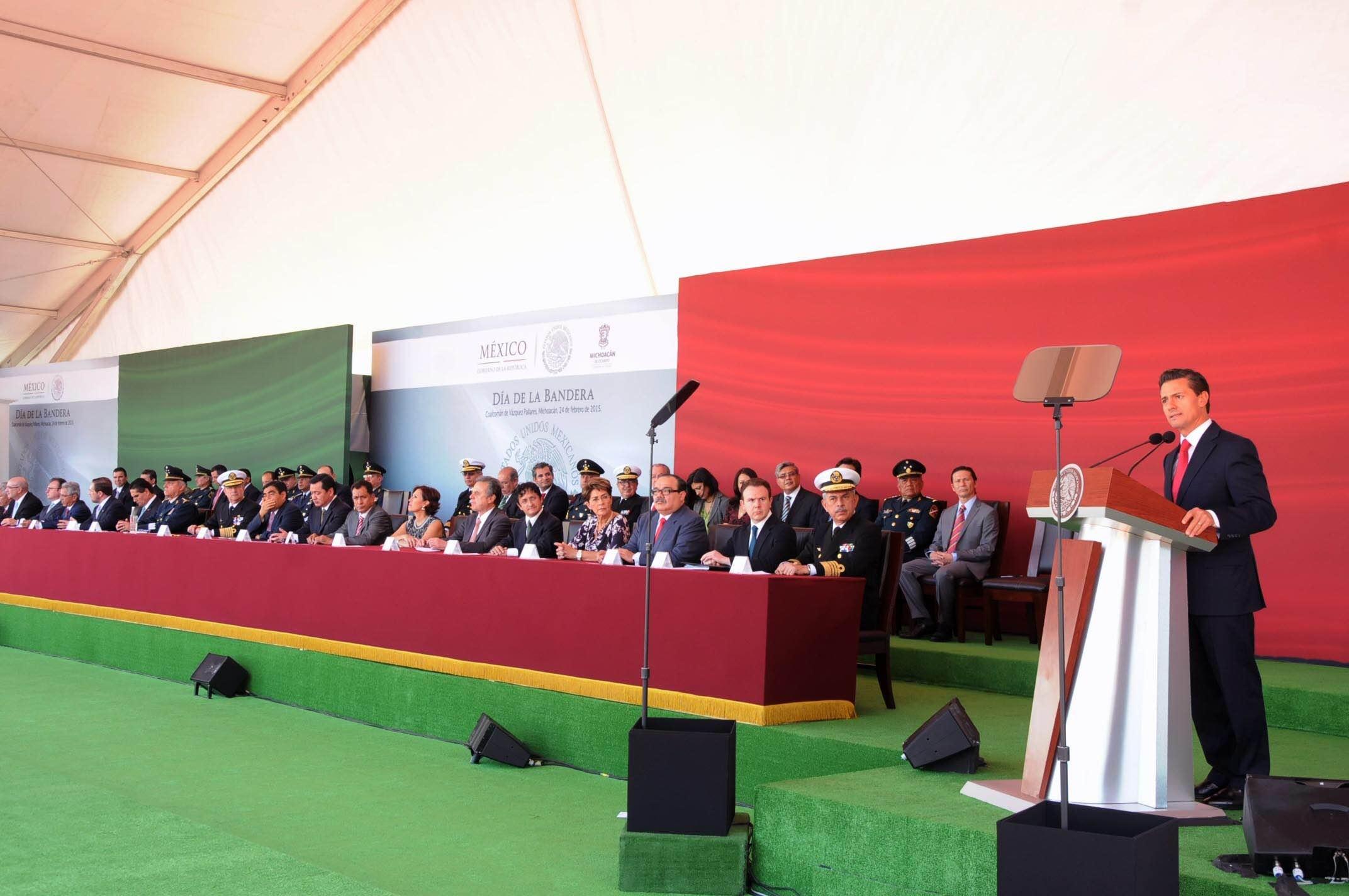 En la gráfica, el Presidente Enrique Peña Nieto, inaugura las Instalaciones del 65/o. Batallón de Infantería en Coalcomán, Michoacán.