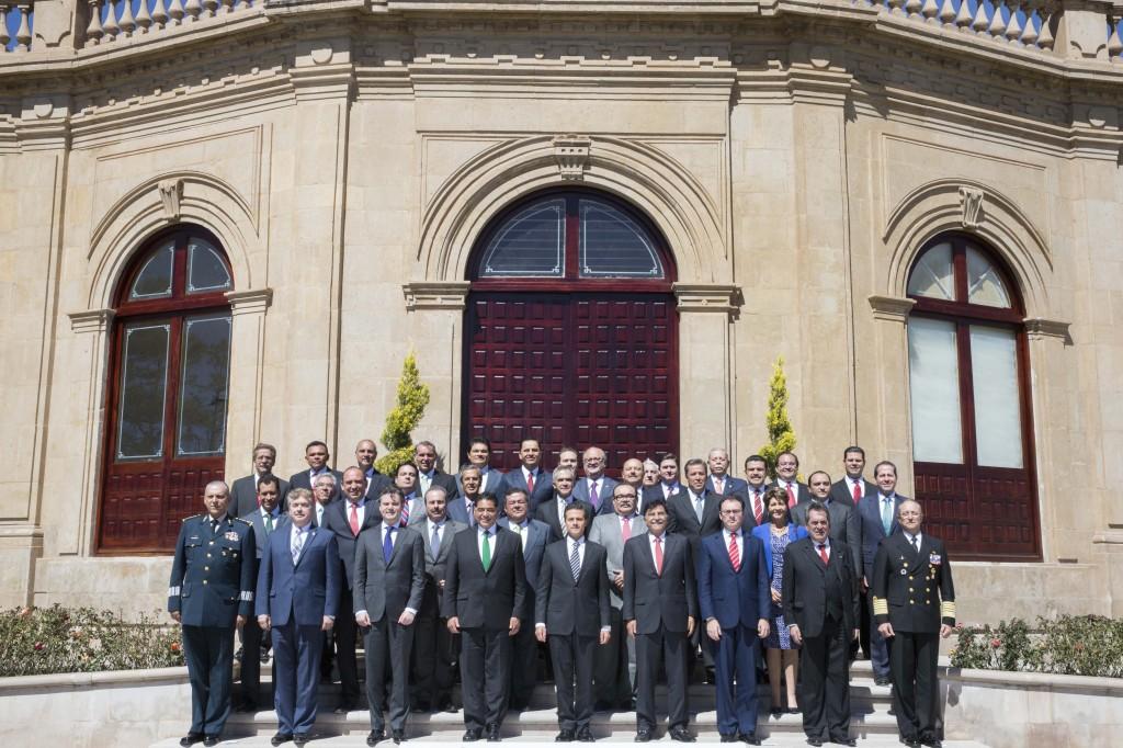 Foto oficial de los participantes en la XLVIII Reunión Ordinaria de la Conferencia Nacional de Gobernadores (CONAGO), acto encabezado por el Presidente Enrique Peña Nieto.