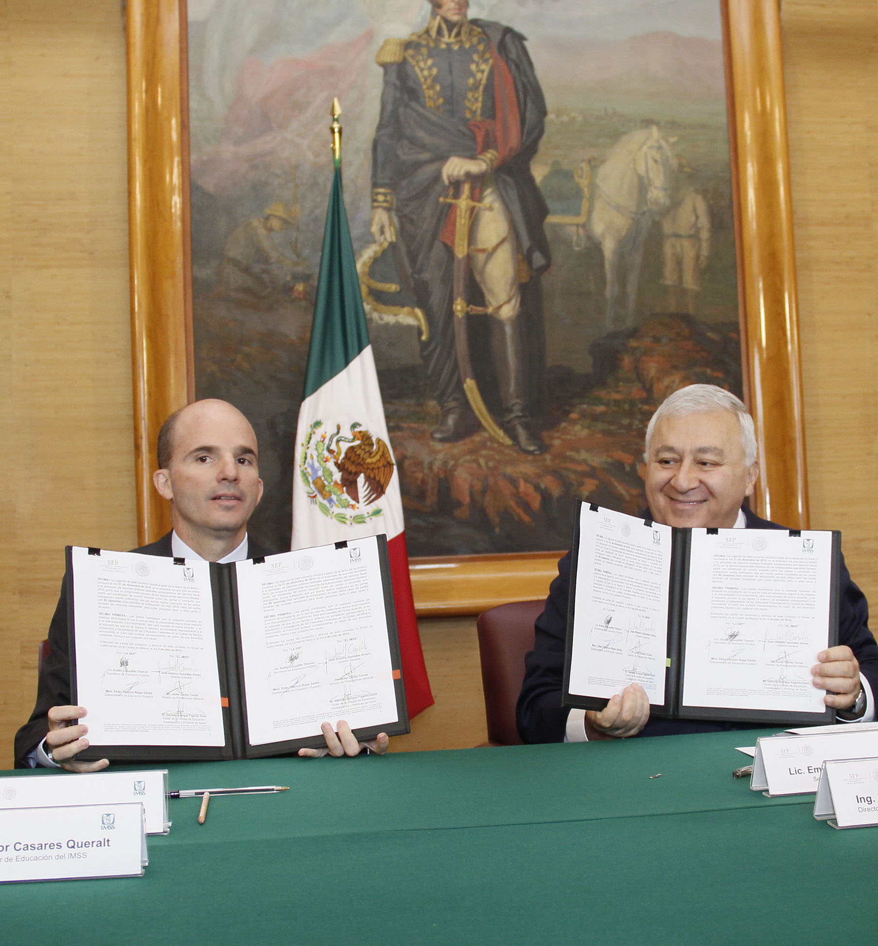 El director general del instituto, José Antonio González Anaya, y el secretario de Educación Pública, Emilio Chuayffet Chemor, firmaron un convenio de colaboración en materia de becas.