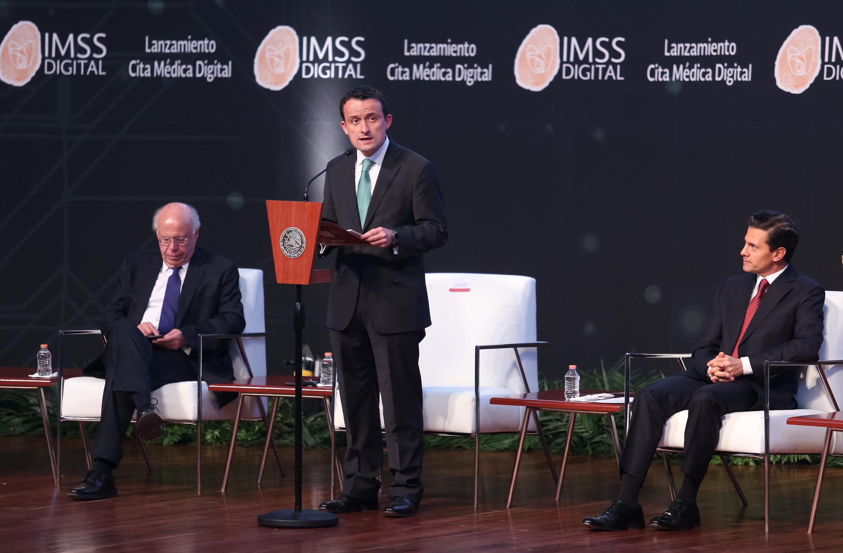 """""""Con la Estrategia Digital, hemos podido generar ahorros, reducir costos de transacción y eliminar visitas innecesarias a las oficinas del IMSS"""", Maestro Mikel Arriola, Director General del Instituto Mexicano del Seguro Social."""