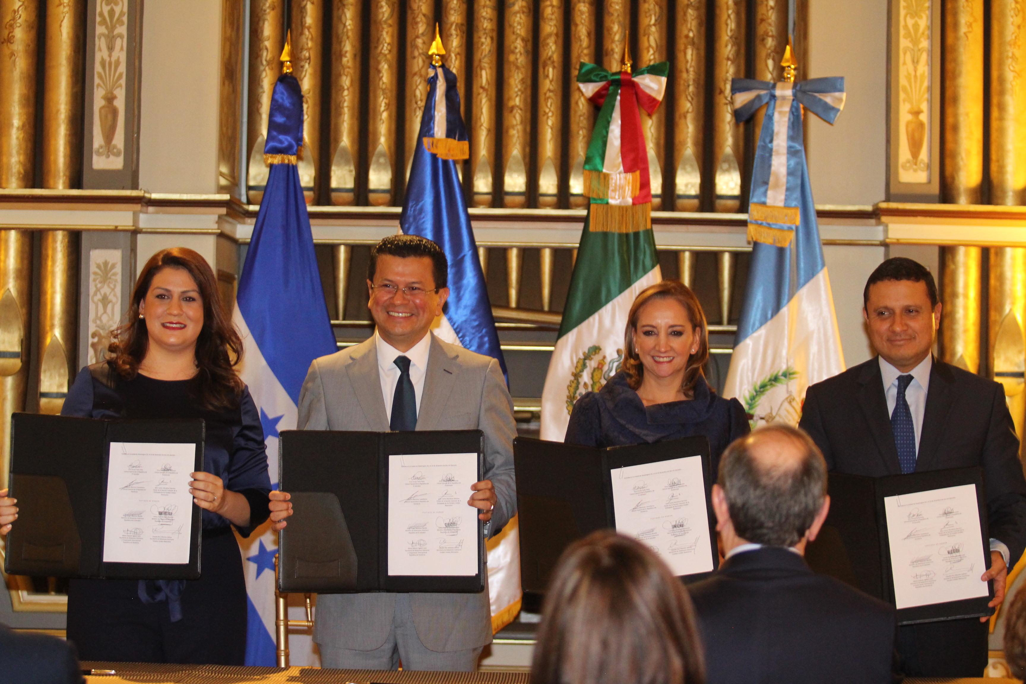 La Secretaria de Relaciones Exteriores, Claudia Ruiz Massieu y los Cancilleres del Triángulo Norte de Centroamérica formalizan grupo de concertación y colaboración consular