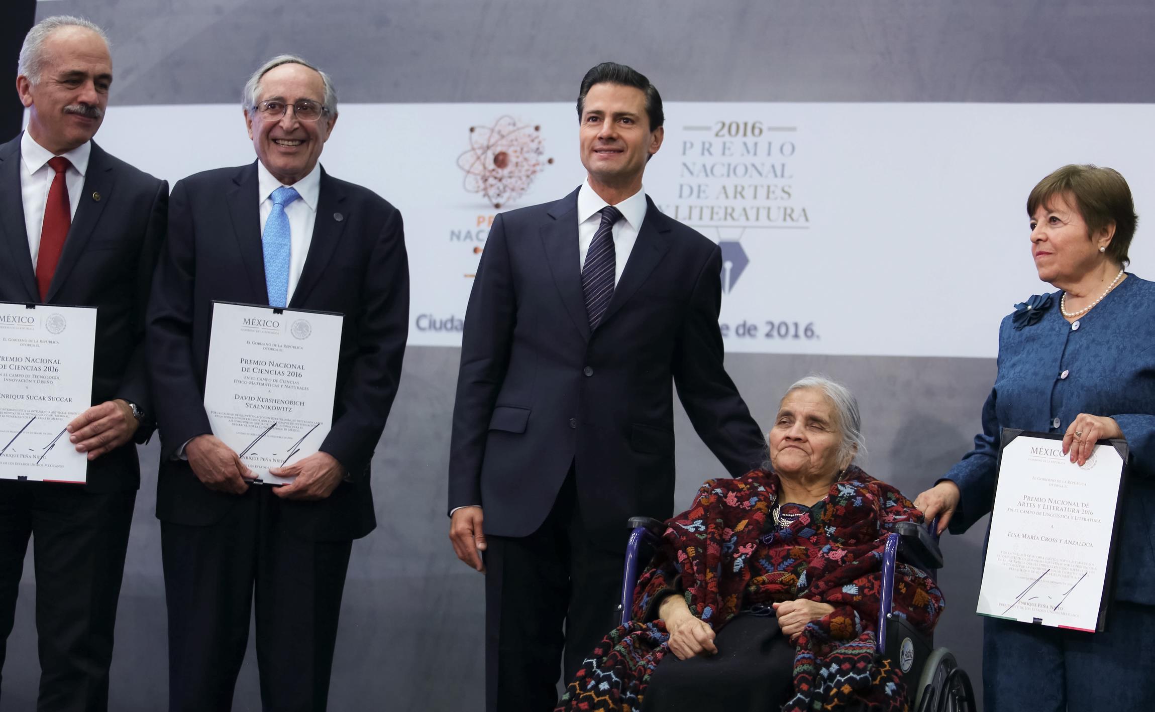 """""""Para el Gobierno de la República el estímulo a la labor de los creadores es una tarea irrenunciable"""": EPN"""