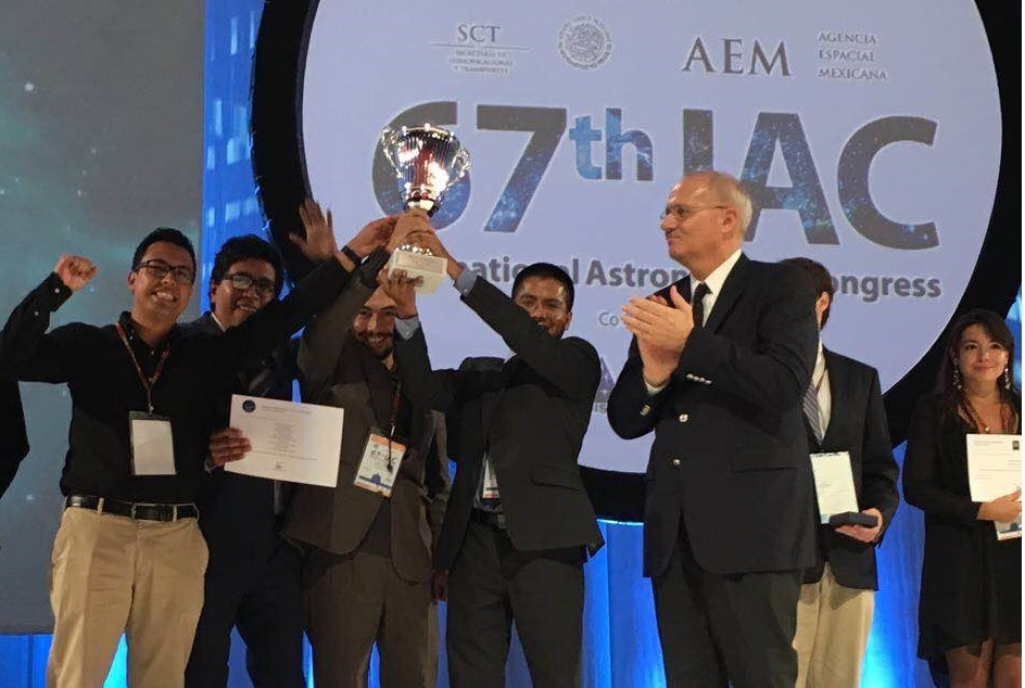 """Queremos traer conocimiento espacial a México"" : estudiantes-investigadores mexicanos"