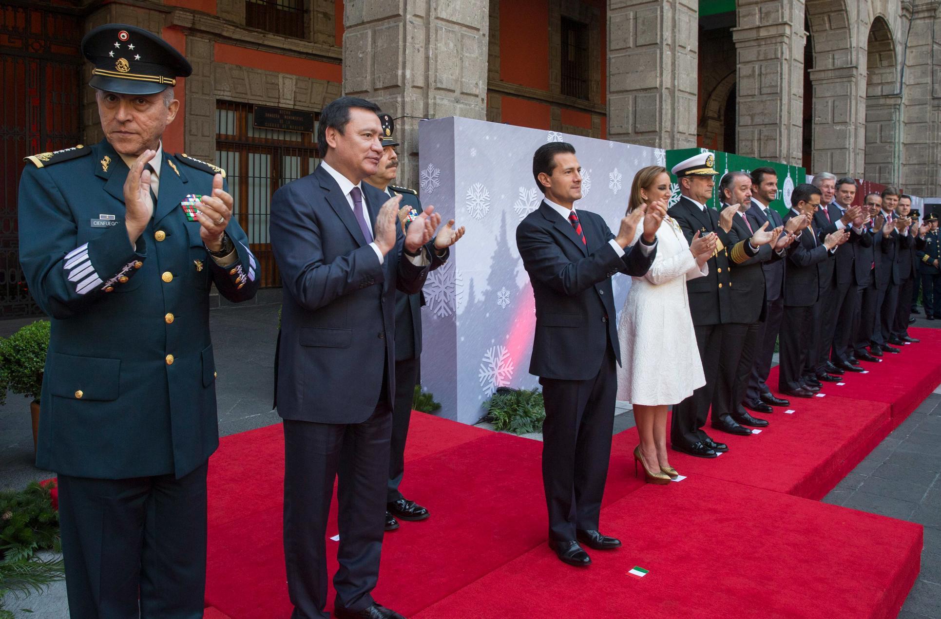 """El Primer Mandatario confió en que en 2017 """"a México le vaya muy bien, que sea un gran año para México donde habremos de enfrentar retos muy particulares""""."""