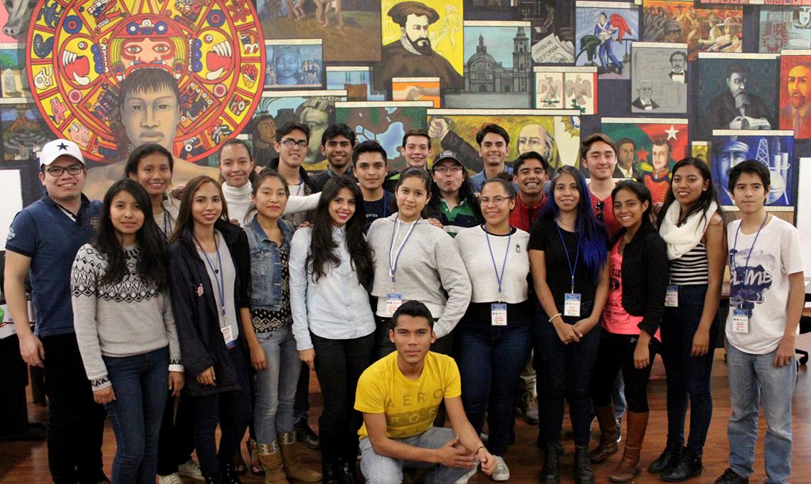 """El programa """"Rumbo Joven"""" ha becado a más de mil jóvenes estudiantes de nivel medio superior y superior que han sido capacitados en las mejores universidades de distintos países."""