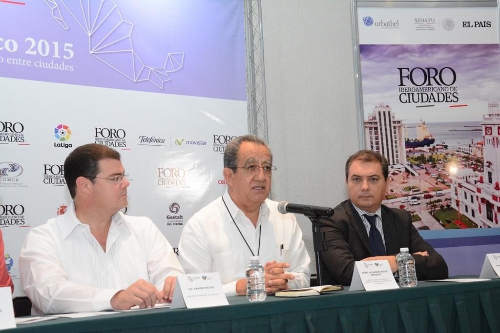 En la foto, el subsecretario Alejandro Nieto enuncia los acuerdos del Foro Iberoamericano de Ciudades. Destaca que México requiere un nuevo modelo para crear ciudades mejor conectadas e incluyentes.