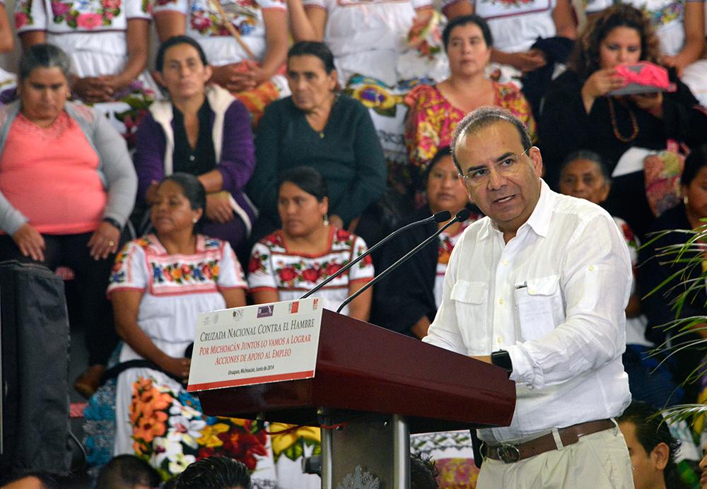 El Titular de la STPS felicitó a Salvador Jara Guerrero como Gobernador de Michoacán.