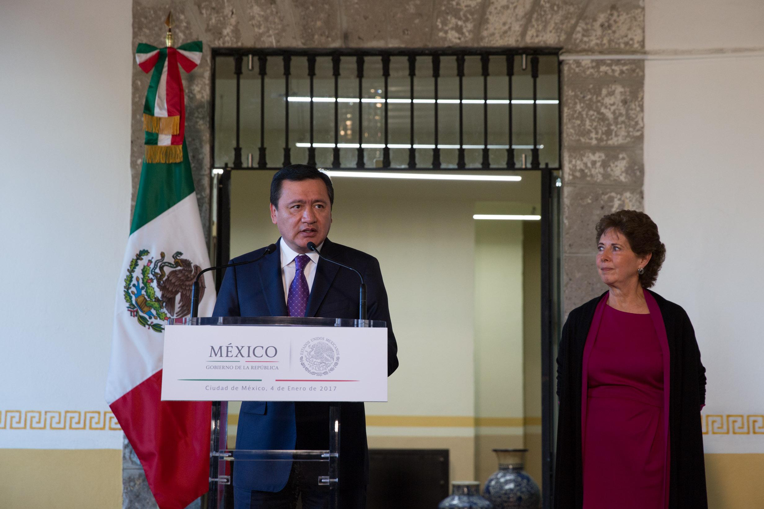 Miguel Ángel Osorio Chong, Secretario de Gobernación, durante la toma de posesión de María Cristina García Cepeda como Secretaria de Cultura.
