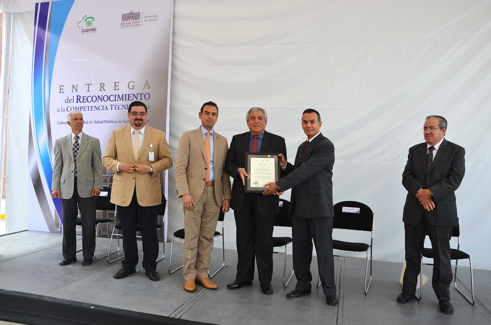 """Entrega del """"Reconocimiento a la Competencia Técnica"""" al Laboratorio Estatal de Salud Pública de San Luis Potosí"""