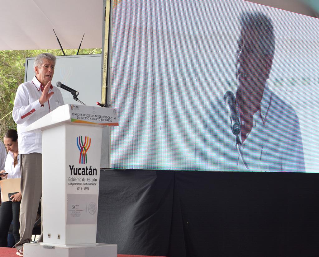 Inaugura Gerardo Ruiz Esparza Distribuidor Vial en Puerto Progreso, Yucatán