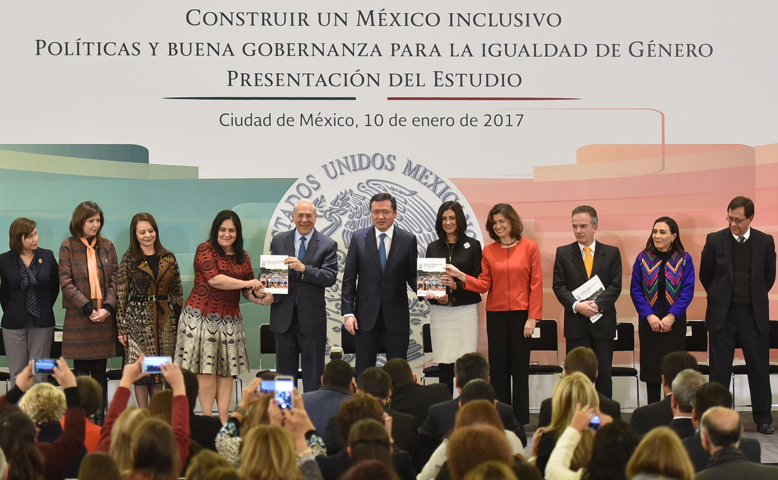 El Secretario de Gobernación, Miguel Ángel Osorio, durante la la presentación del estudio Construir un México Inclusivo. Política y Buena Gobernanza para la Igualdad de Género