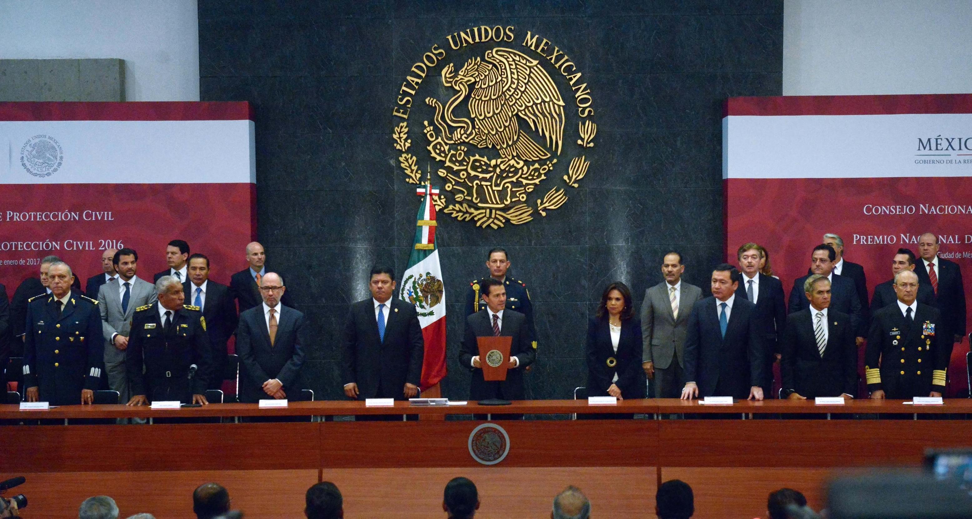 President Enrique Peña Nieto led the Regular Session of the National Council of Civil Protection and the ceremony for the presentation of the National Award for Civil Protection 2016.