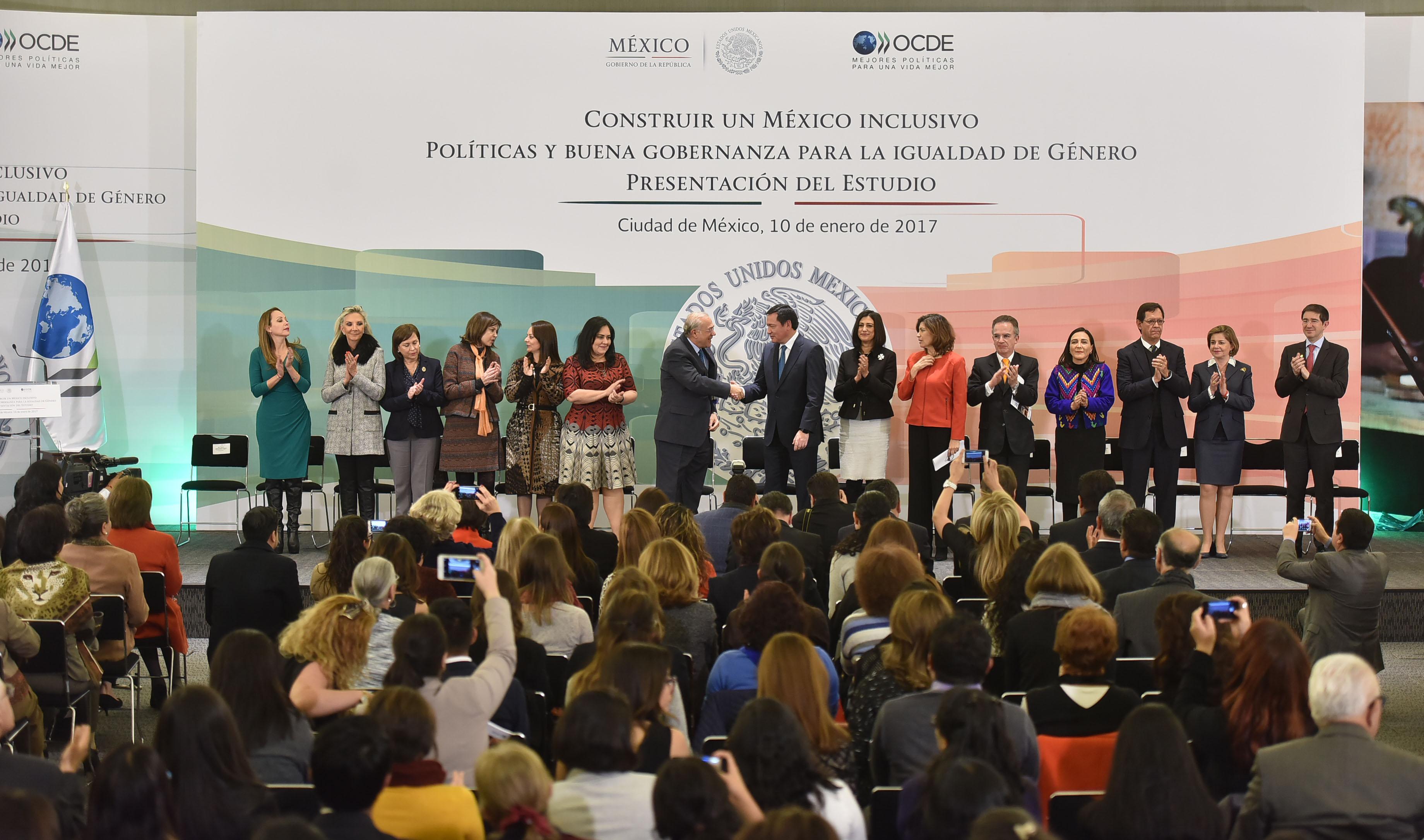 """Miguel Ángel Osorio Chong, Secretario de Gobernación, durante la presentación de del estudio: """"Construir Un México Inclusivo. Política y Buena Gobernanza para la Igualdad de Género"""""""