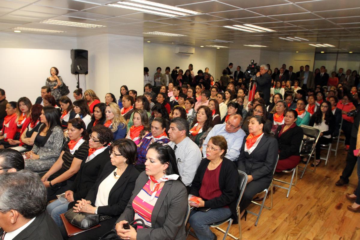 """En la gráfica, mujeres trabajadoras de la Sedatu participan en el evento """"Conmemoración Día Internacional de la Mujer: a 100 años de la Reforma Agraria y 20 años de la Conferencia de Beijing""""."""