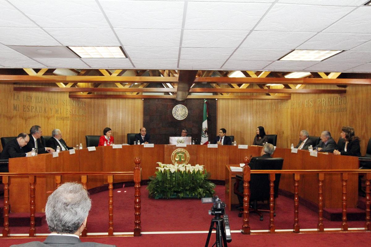En la foto, el secretario Murillo Karam asistió y participó durante el Informe de Labores 2014 del magistrado presidente del Tribunal Superior Agrario, Luis Ángel López Escutia.