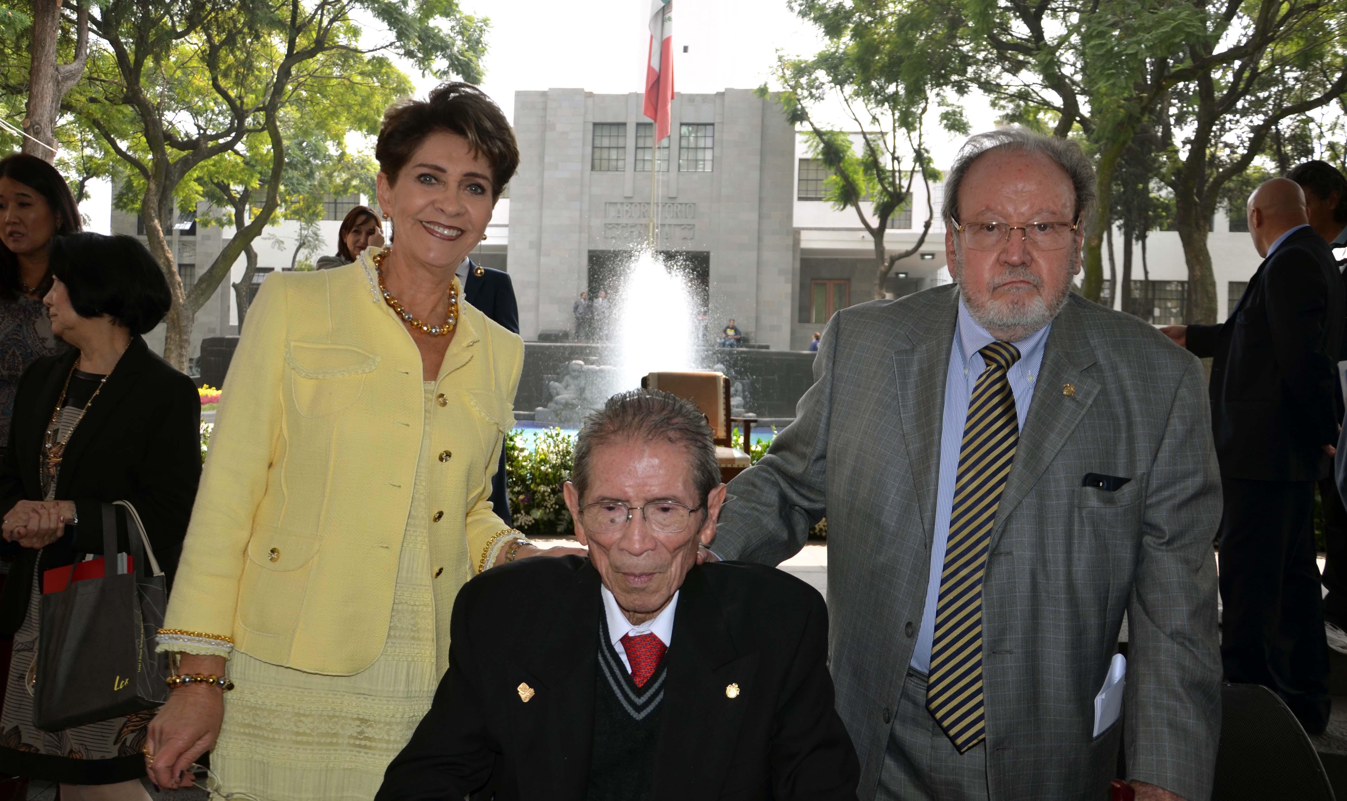 Rinden homenaje al doctor Jesús Kumate Rodríguez, en su 90 aniversario