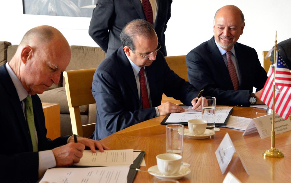 El Secretario Alfonso Navarrete y el Gobernador de California se alían para proteger los Derechos Laborales de los Trabajadores Migrantes.