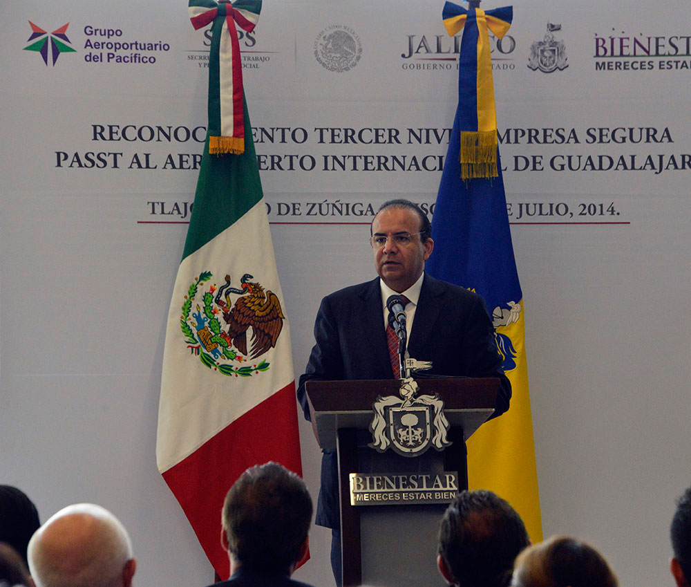 El titular de la STPS realizó una gira de trabajo en Jalisco, en el marco de la cual propuso permitir que la CONASAMI empiece en los tiempos legales a discutir el tema de los salarios mínimos.