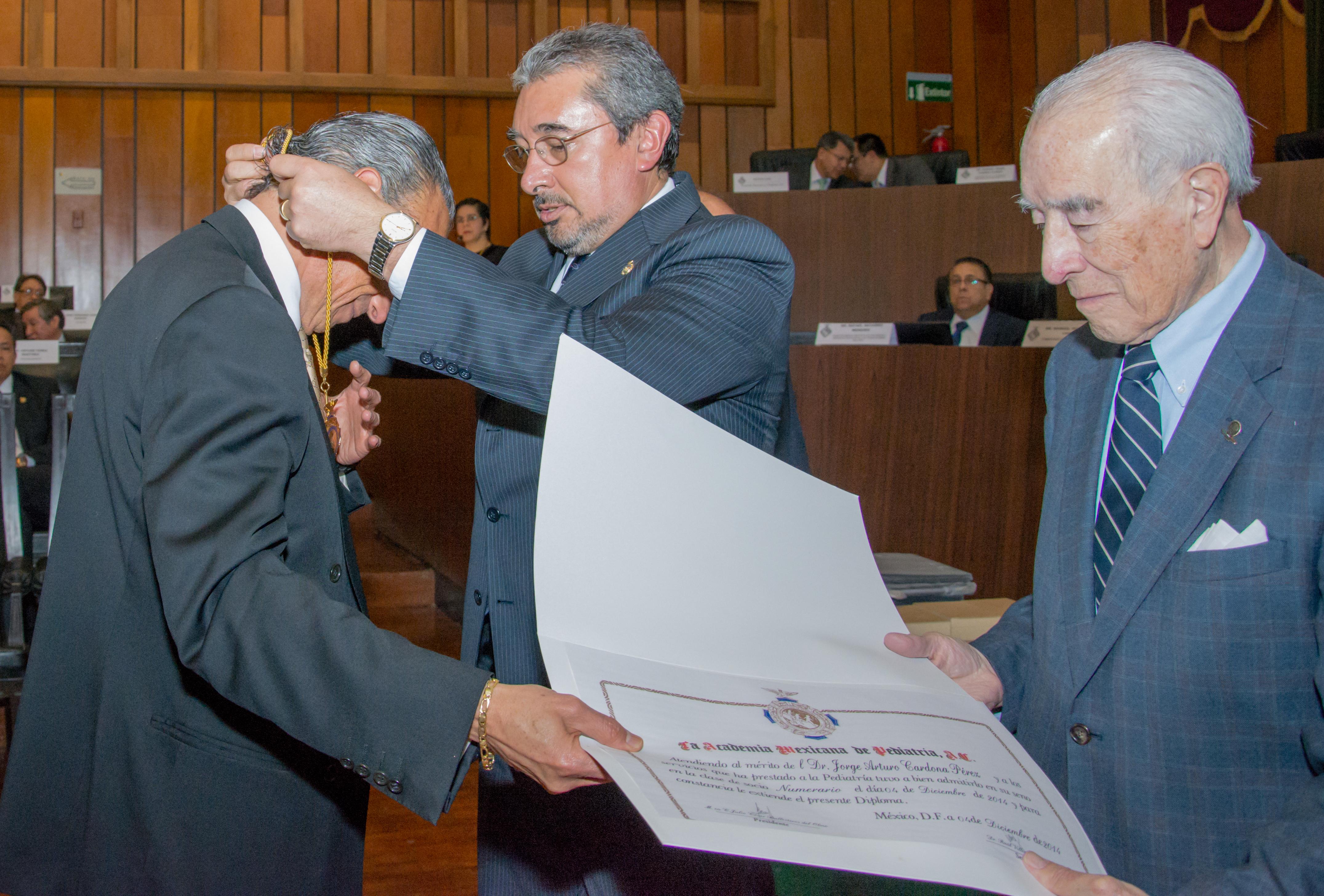 Ingresa el doctor Jorge Arturo Cardona a la Academia Mexicana de Pediatría