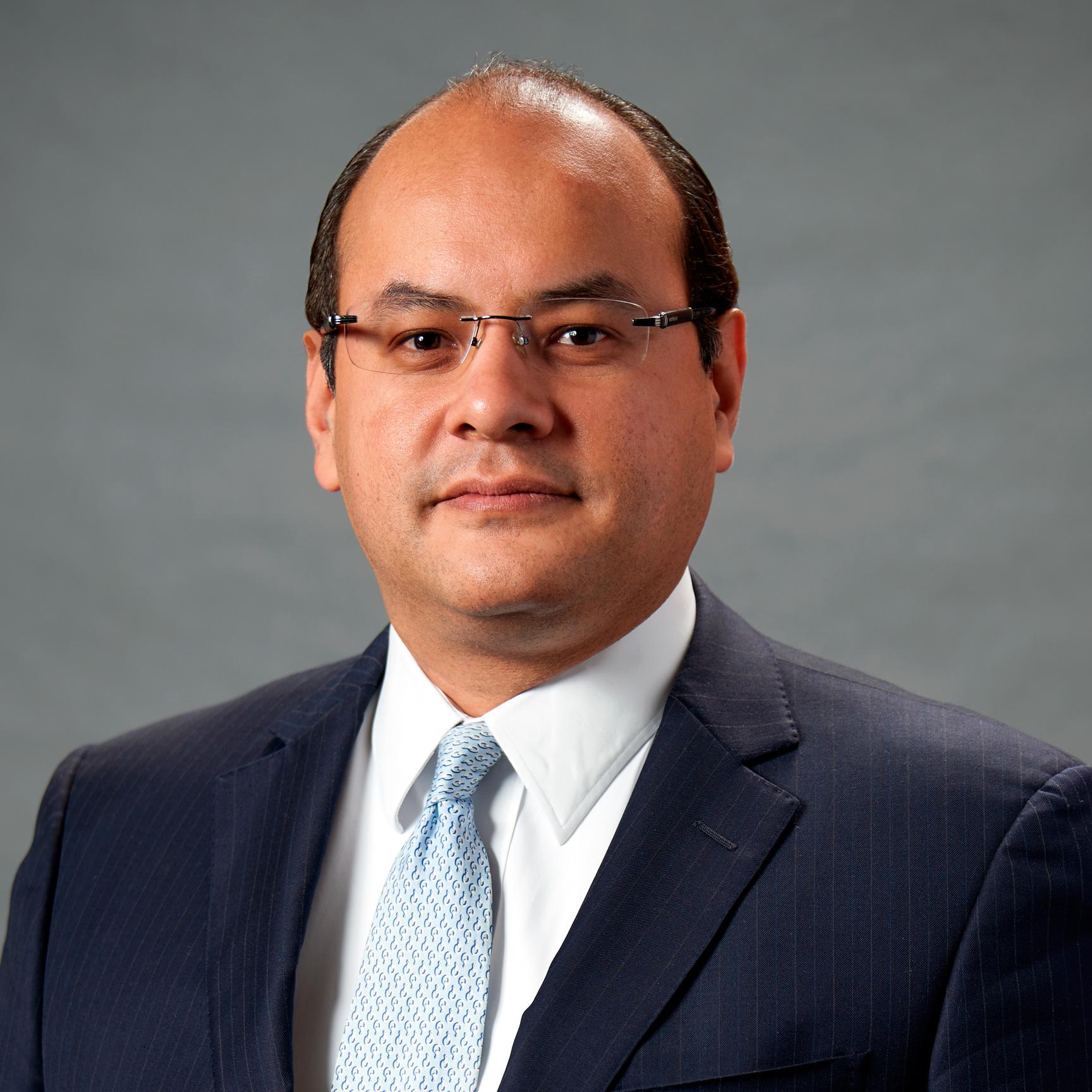 Víctor Alejandro Hernández Morales, Director de Administración y Finanzas