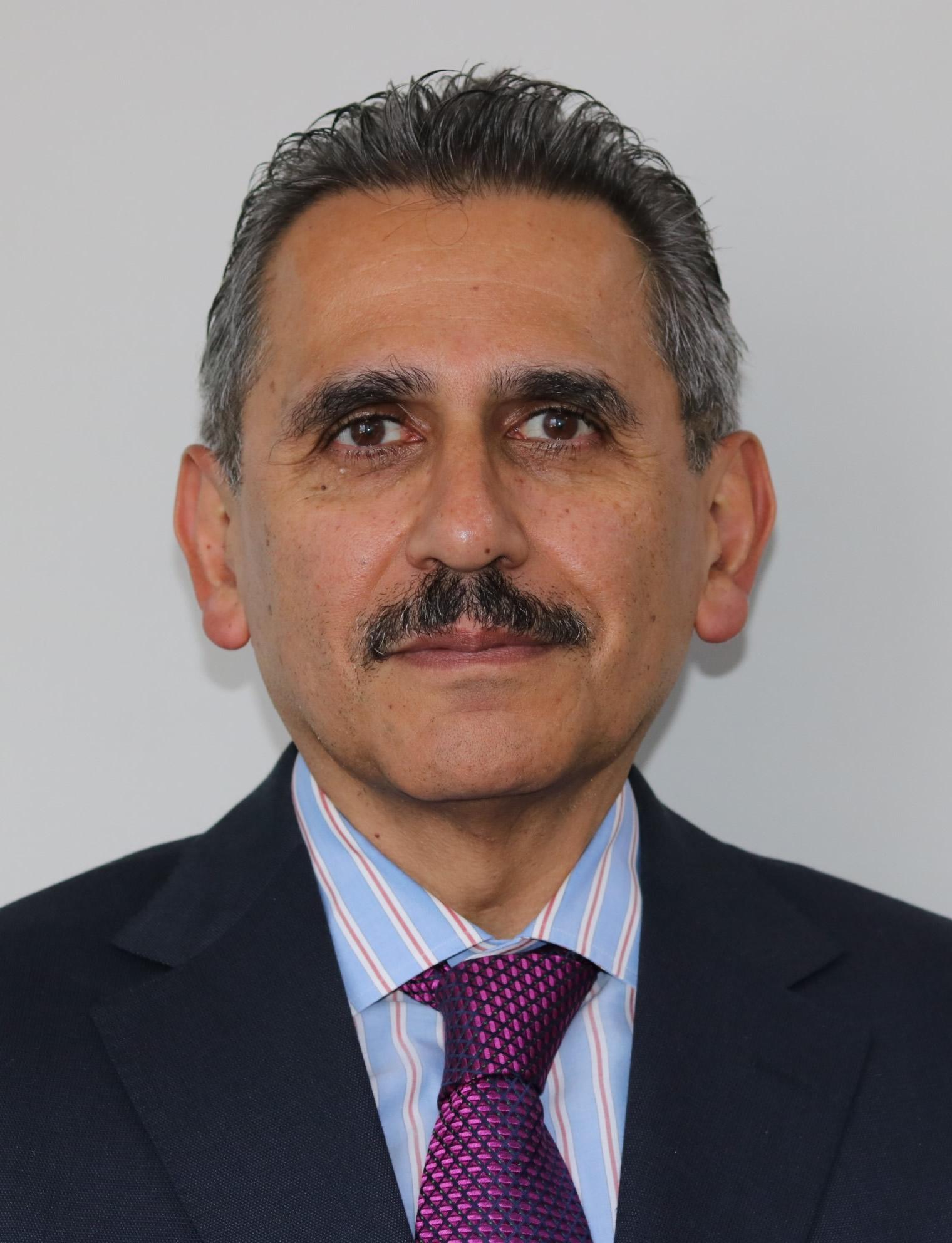 Lic. Enrique Esparza Parra