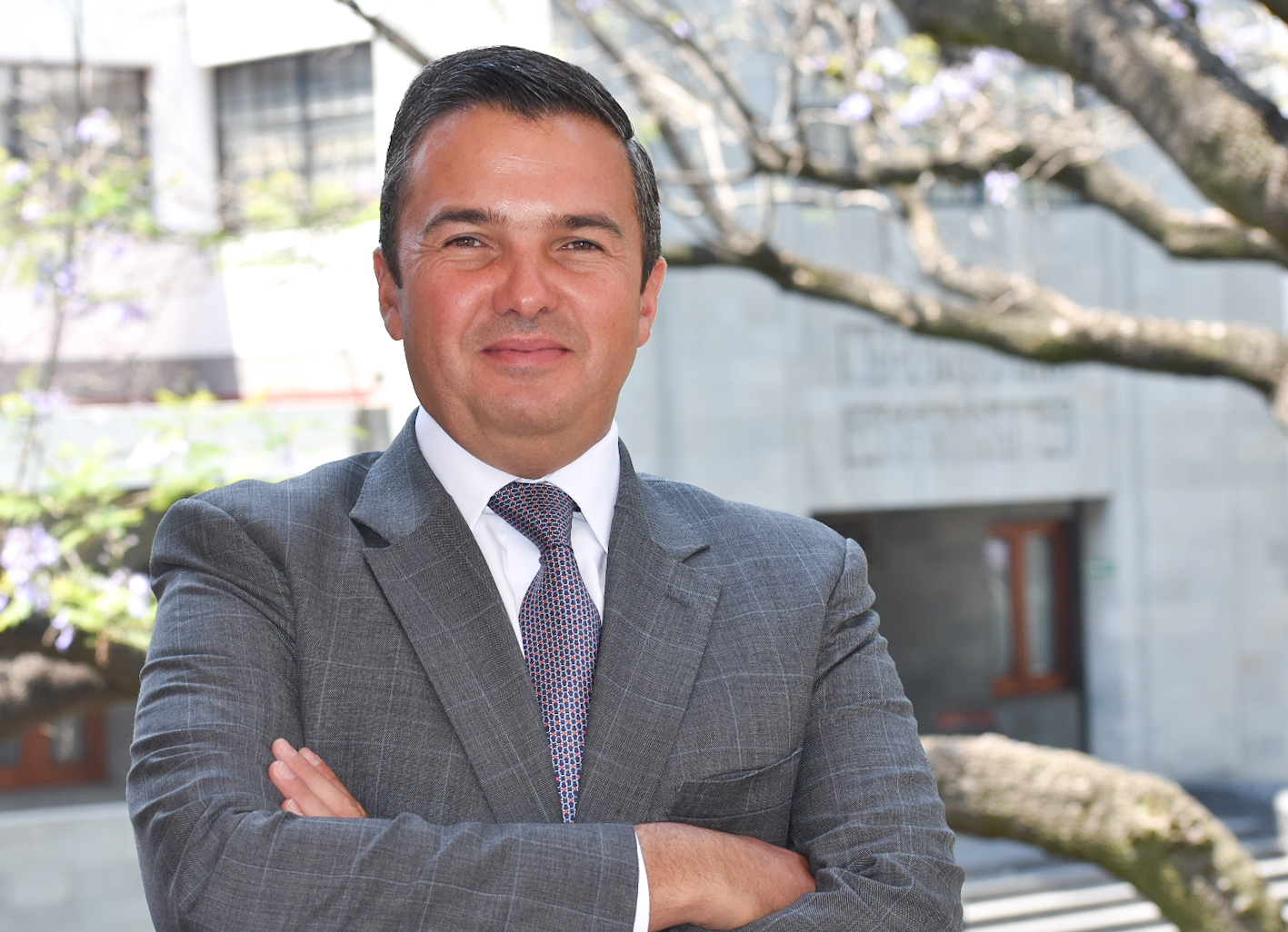 Mtro. Miguel Robles Bárcena