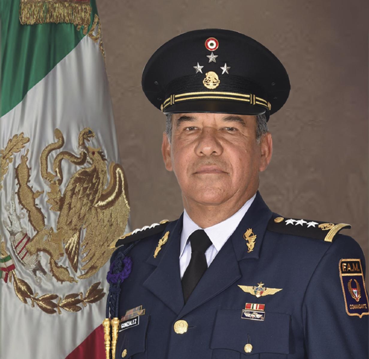 General de División Piloto Aviador Diplomado de Estado Mayor Aéreo Manuel de Jesús Hernández González.