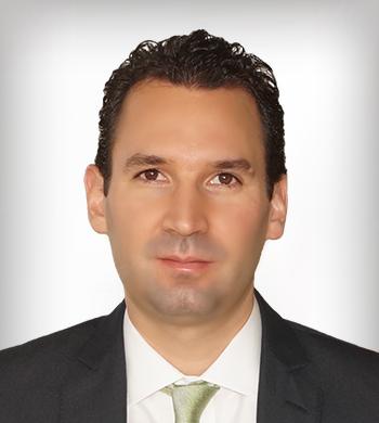 Alberto Larrea Cortés. Director General Adjunto de Administración de Riesgos
